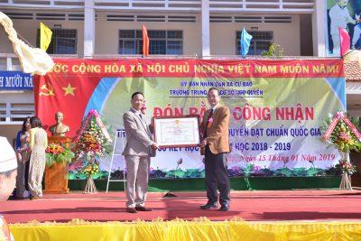 Trường THCS Ngô Quyền đón bằng công nhận trường đạt chuẩn Quốc gia theo QĐ số: 3354/QĐ-UBND, ngày 11/12/2018 của UBND tỉnh Đắk Lắk quyết định công nhận trường THCS đạt chuẩn quốc gia